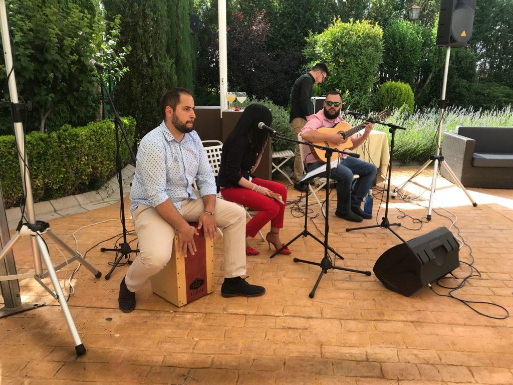 entretener a los invitados musica
